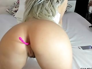 Dirty Amateur Blonde Shows Off With Her Wet Twat