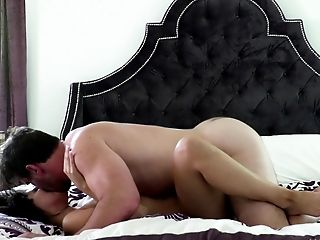Horny Manuel Ferrara gives a good pounding to sexy Violet Starr
