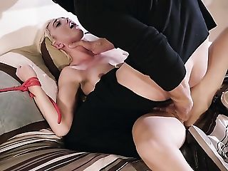 Johnny Sins drills amazingly hot Eliza Janes pretty face with his dick
