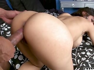 Sexually charged bitch Mia Khalifa gives her head and gets her slit stretched