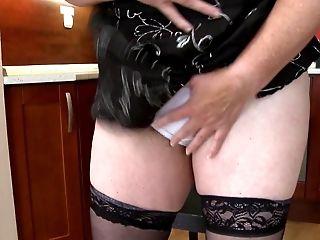 Curvy matured granny in stockings getting the pleasure of massive dildo