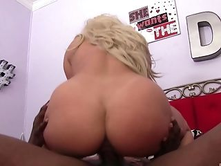 Nympho Brooke Summers letting a chocolate fucker slam her good