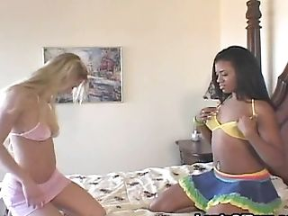 Laine Oi and Sydnee Capri sharing a tasty pulsating schlong